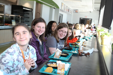 kids eating lunch at middle school